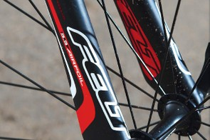 The frameset weight is impressively low for this price, and 3.3 Airfoil forks have carbon-fibre legs in a batwing shape