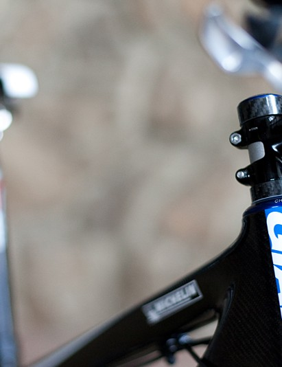 Chris King are new team sponsors this year and their new InSet internal-cup headset is fitted to Emmett's hardtail