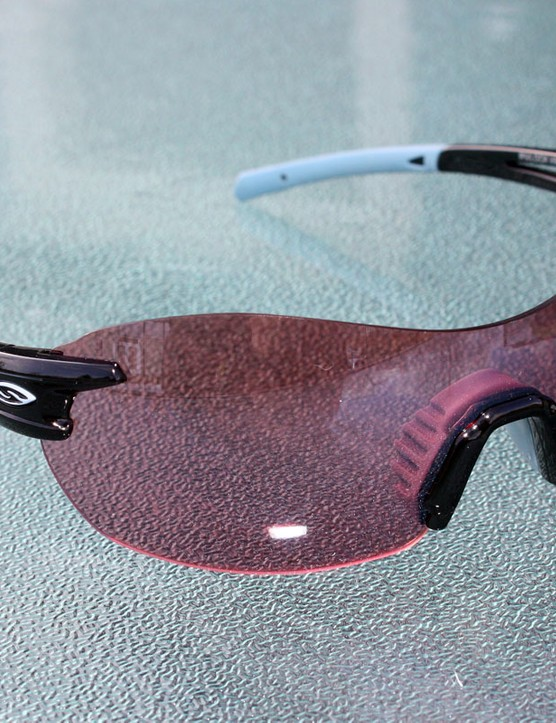 Smith Optics' Pivlock V90 cleverly allows interchangeable lenses in a truly rimless format