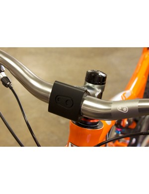 The Iodine 3 stem uses a unique sliding faceplate along with two wedge-and-plunger clamps