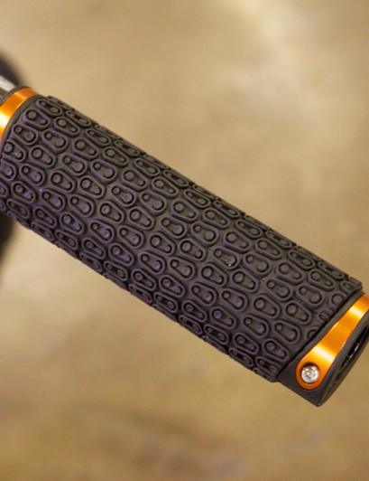 The Iodine Kraton rubber grip, which also locks on