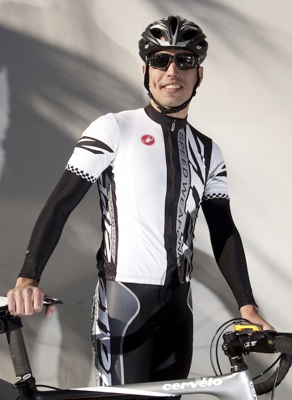 The Team jersey sports a full zipper more comfortable cut for training.