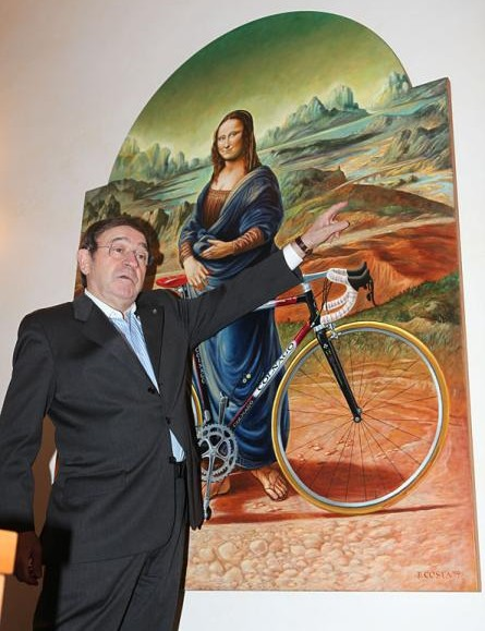 Ernesto Colnago shows the only way for the 'ColnaGo-Up' to head ... skywards