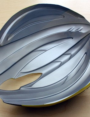 The precisely molded Aero Shell requires no fasteners to affix to Lazer's Helium helmet - it simply snaps on and off.