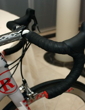 Armstrong's usual carbon bar is replaced for the spring classics with an aluminium version.