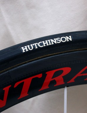 24mm-wide Hutchinson tubulars (inflate to just 87/90psi front/rear) are mounted to 50mm-deep Bontrager Aeolus 5.0 carbon rims.