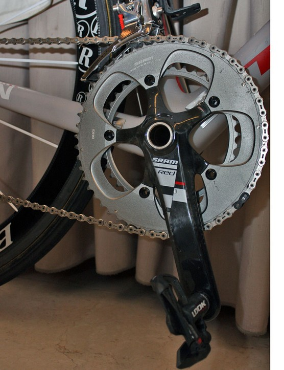Armstrong's 175mm-long SRAM Red crankarms are fitted with 53/39T chainrings.