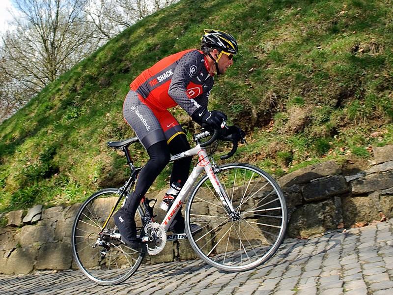 Lance Armstrong recons the Muur van Geraardsbergen on his Trek Madone before the Tour of Flanders