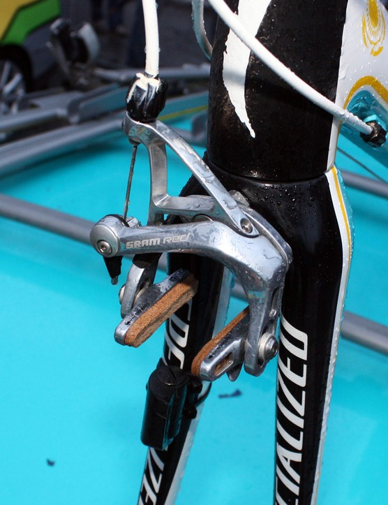 Astana bikes were fitted with carbon-specific Zipp Tangente cork pads