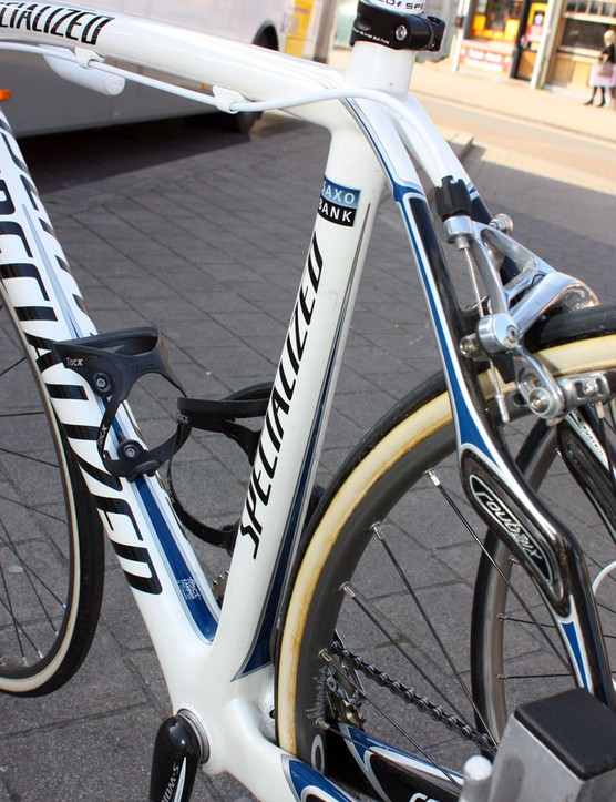 The Project Black's seat tube is more abruptly squared-off towards the bottom and necks down a bit in the middle compared to the Roubaix SL2