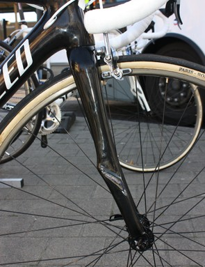 Fork blades on the Specialized Project Bike development frameset look to taper a bit less as they approach the dropouts compared to the existing Roubaix SL2
