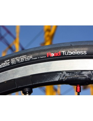 The Turbo TL is Road Tubeless compatible and is made for Specialized by Hutchinson using the same casing as the French company's Fusion 2 Tubeless but with Specialized-specific tread compounds