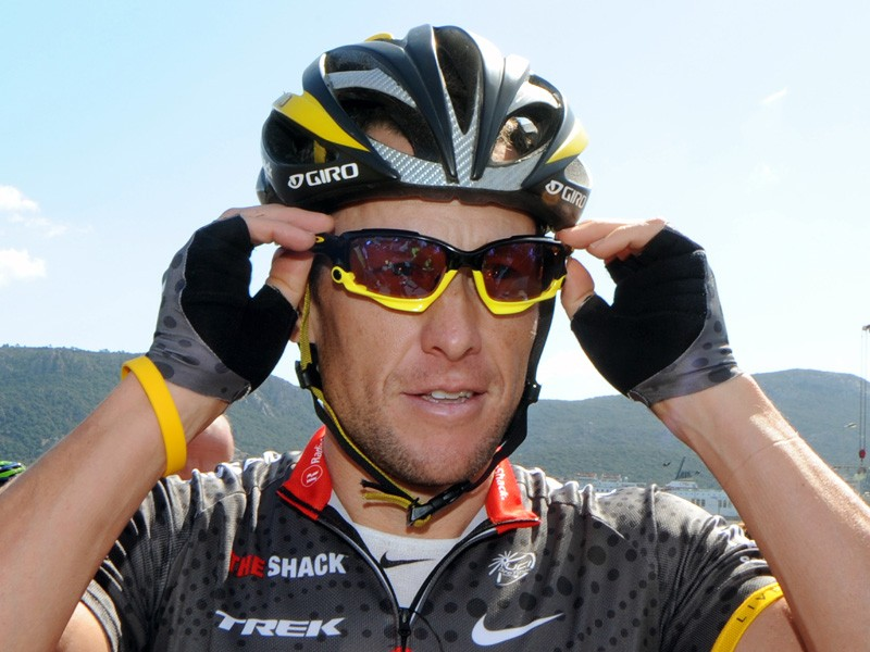 Lance Armstrong pulled out of the Circuit de la Sarthe after contracting an intestinal virus, his team said