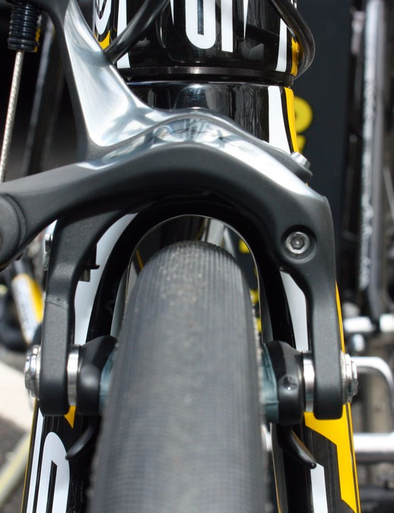 There's reasonable space under the crown for the bigger-than-typical 25mm-wide Continental tubulars.