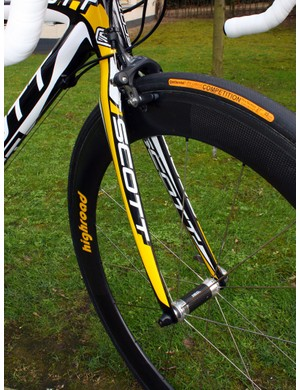 The matching Addict fork looks standard enough but team mechanics say it has greater tyre clearance at the crown.