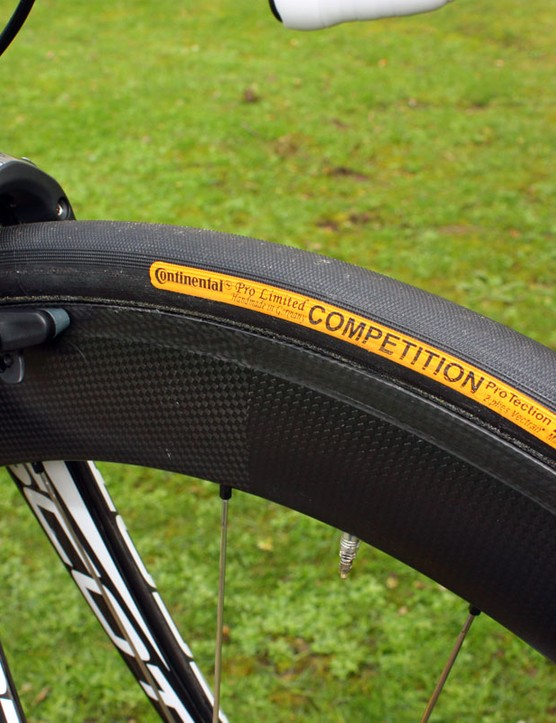 HED carbon rims are wrapped with 25mm-wide Continental tubulars bolstered by two-ply Vectran breaker belts to provide a little extra cushion and puncture resistance