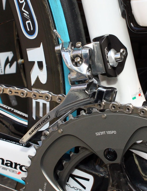 No surprise to find a Force steel cage spliced onto a Red front derailleur as seen on this Ag2R Kuota KOM