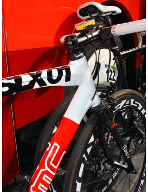 The front end of Michael Schär's bike is all aluminium, as revealed by the visible weld beads. The tubing is perhaps borrowed from BMC's mountain bike range but none of the current models shares the top tube's pronounced bulge at the head tube
