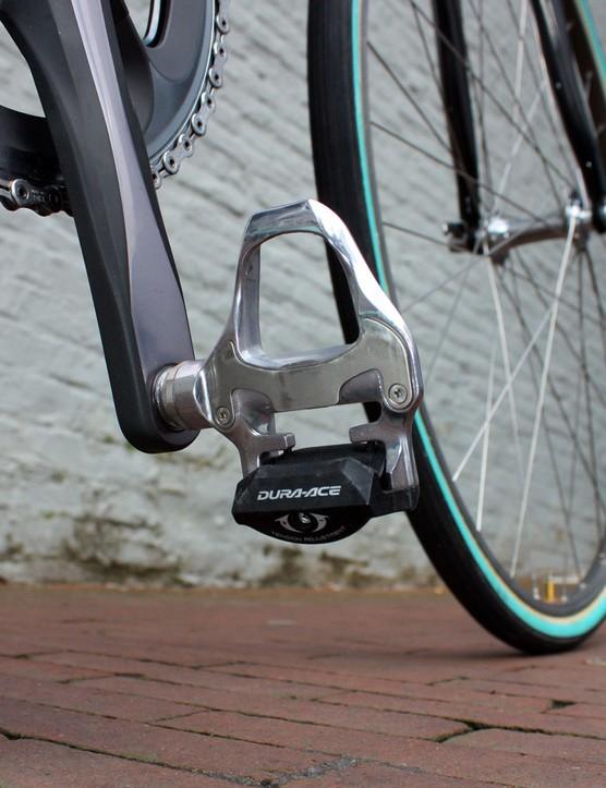 Flecha puts the power down through Shimano's ultra-durable Dura-Ace SPD SL pedals.