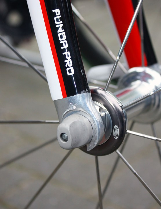 3T's Funda Pro fork normally uses carbon fibre dropouts but the ones on this Paris-Roubaix special are clearly machined aluminium