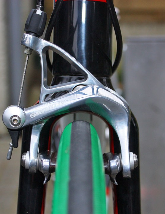 There's a good amount of clearance in the fork around the top - and especially to the sides - of the massive 27mm Vittoria tubulars.