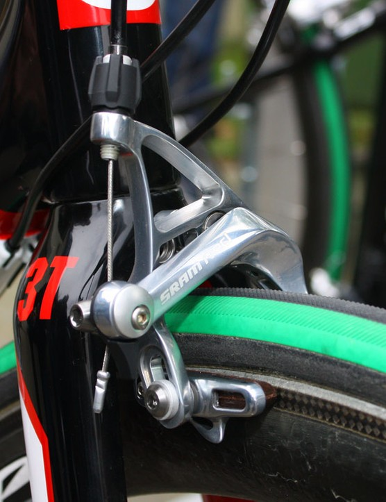 The longer crown-to-axle height still barely allows the use of a standard-reach SRAM Red brake calliper.