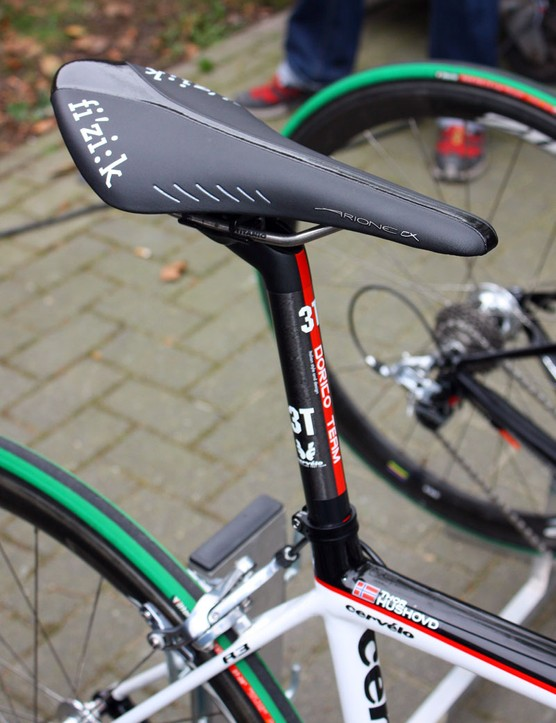 A fi'zi:k Arione CX saddle is bolted atop 3T's new Dorico setback seatpost.
