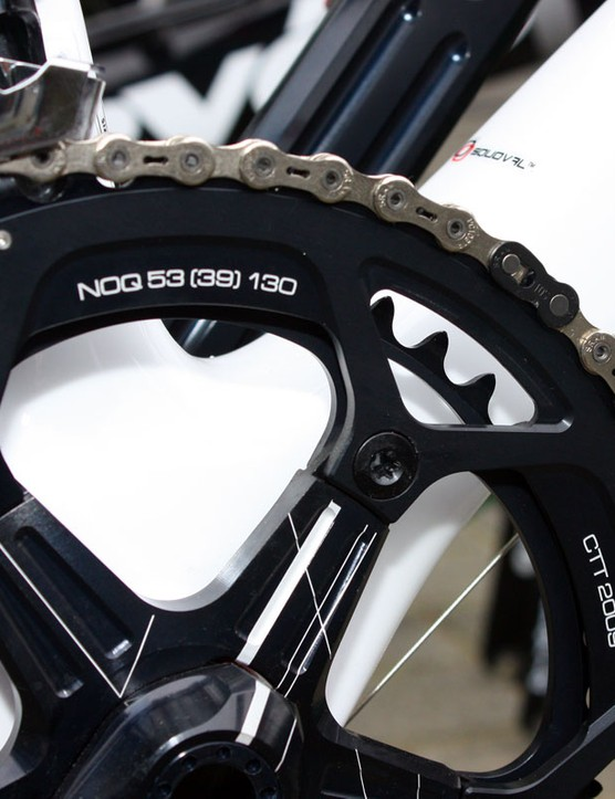 Hushovd is running round rings instead of Rotor's elliptical Q-Rings but the etching style suggests that Rotor makes these as well.