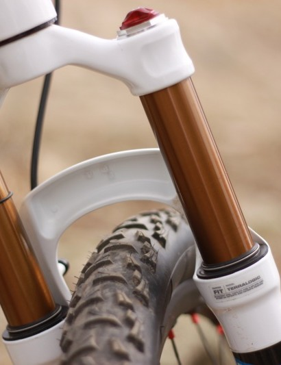 The chassis of the 2011 fork is slighly modified to shave weight; the back of the arch is dramatically carved out.