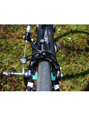 Clearance is similarly generous out back via lengthened chain and seat stays.