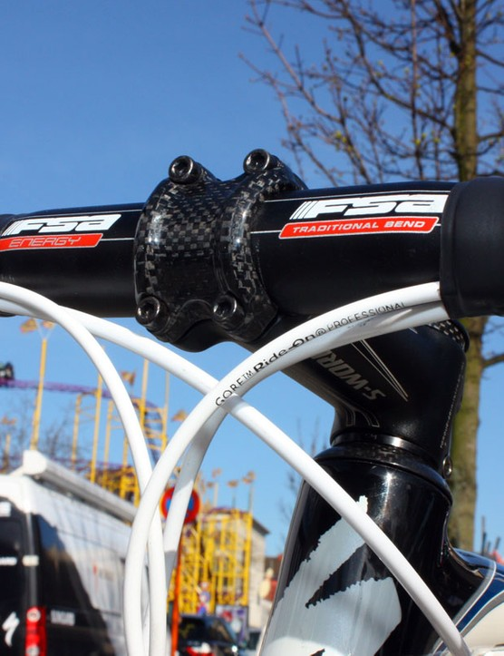 Gore Ride-On Professional cables help guarantee all-weather shifting and brake performance.