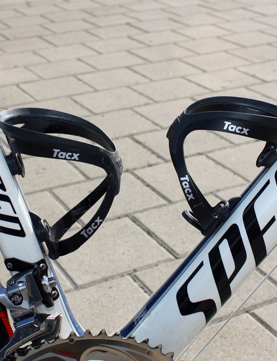Breschel used a pair of aluminium Tacx Tao bottle cages on Sunday.