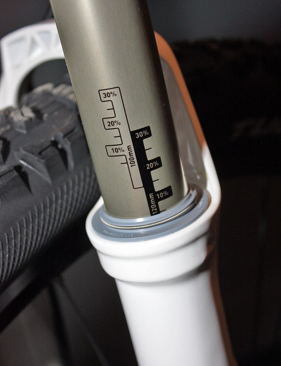 Sag gradients are permanently marked on to the upper tubes.