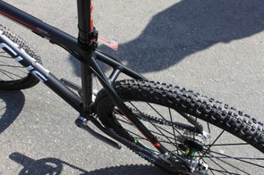 The rear end of the Redskin offers a reasonable amount of tyre clearance to a 2.0-inch Schwalbe tyre.