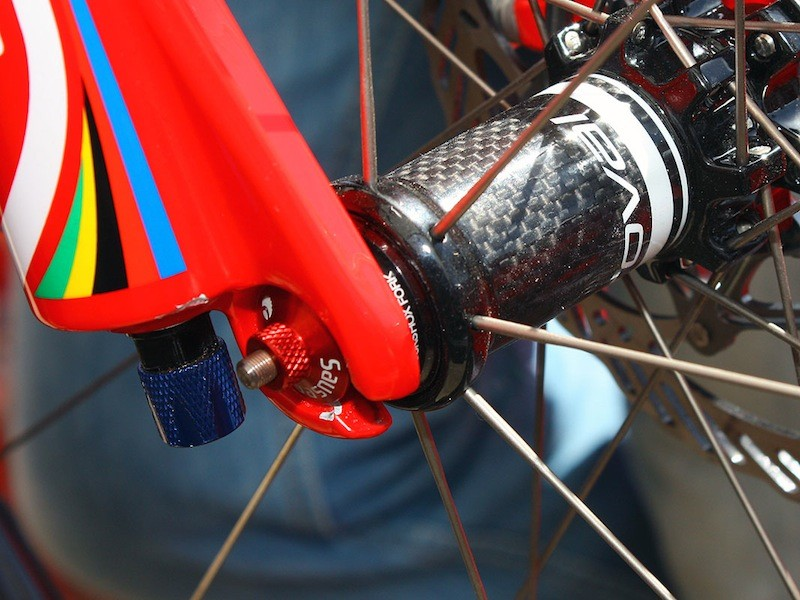 The Roval hubs will also feature interchangeable end caps to maximize the surface contact area with different fork makes.