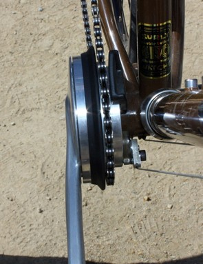 The bottom bracket bearing is aligned right underneath the pawls and sun gears for better load distribution.