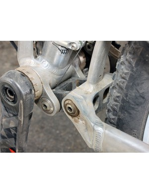 Beefier linkages and pivots improve overall torsional rigidity.