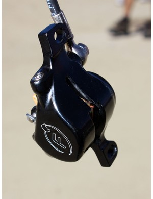 The one-piece forged aluminium calliper boasts smooth lines and a tidy appearance.