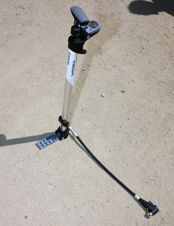 When unfolded, the Topeak Mega Morph becomes a fully featured floor pump with a top-mounted gauge, self-switching locking head, comfortable rubber handle, and durable alloy barrel