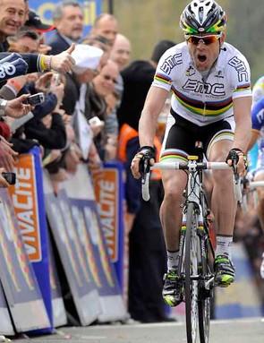 Cadel Evans crosses the line to beat Joaquin Rodriguez and Alberto Contador in La Fleche Wallonne