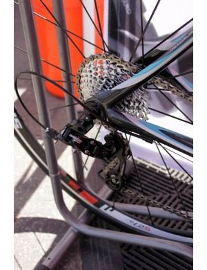 The mid-cage rear derailleur accomidates a 11-32-tooth cassette and 34/50 crankset.