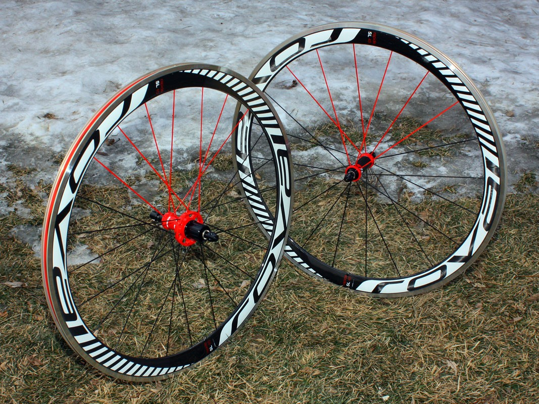 Specialized's Roval Rapide SL 45 road clinchers are well suited to high speed applications that don't require frequent accelerations