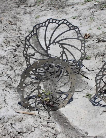 Magura's new Storm (L) and Storm SL rotors (R).