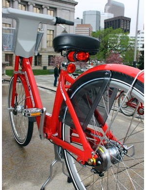 The rear light is powered by the front hub dynamo and also includes a capacitor so that it remains lit while the bike is stopped at intersections.