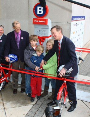 Denver, Colorado debuted the United States' first large-scale bicycle-sharing program on the 40th anniversary of Earth Day.