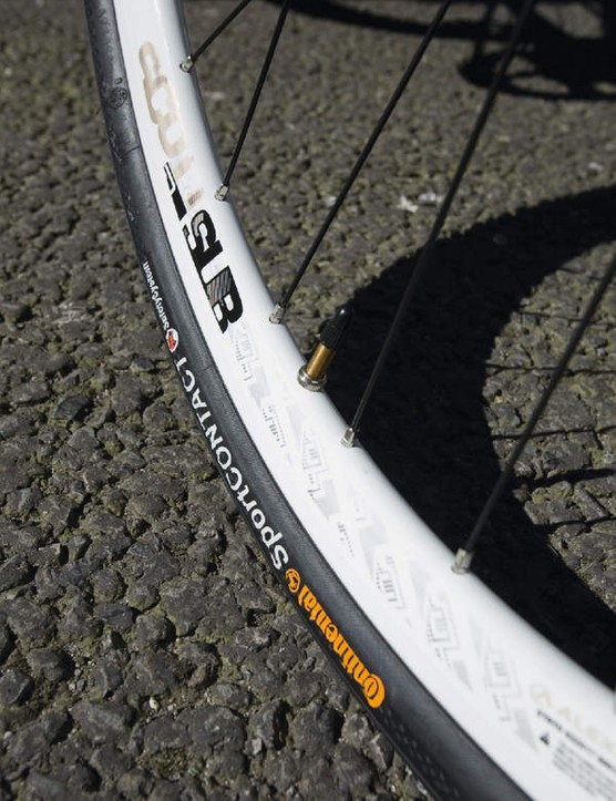 32mm Conti Sport Contact tyres arent the comfiest but provide a good level of grip