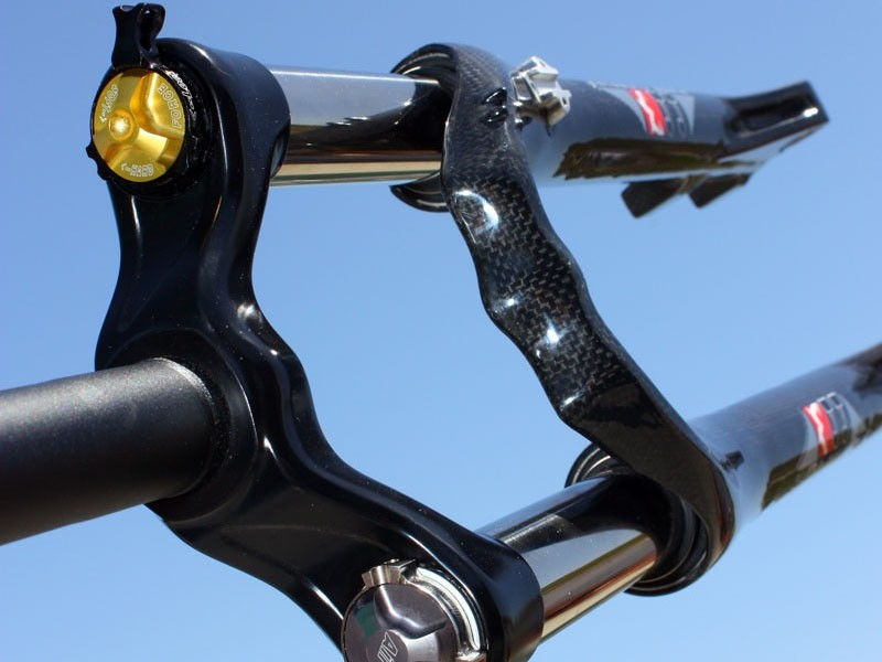 Marzocchi previewed this trick-looking Carbon 44 cross-country/trail fork at this year's Sea Otter Classic