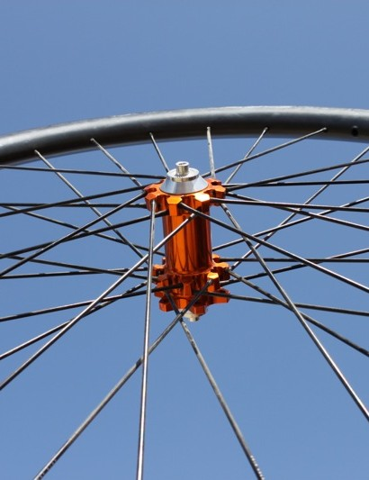 I9's prototype carbon all-mountain wheelset is built with Edge's AM clincher rim