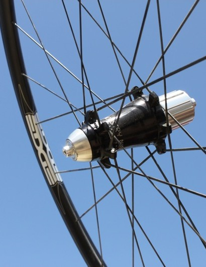 I9's new straight-pull rear hub built to match with Edge's 2.25 tubular rim
