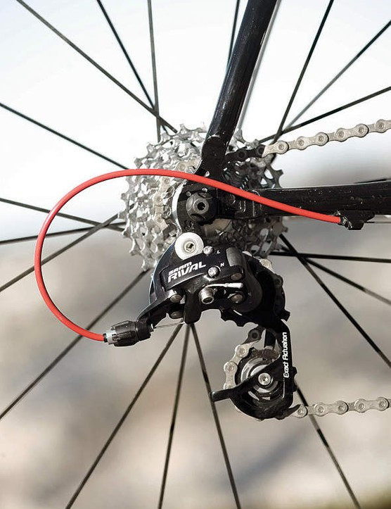 SRAM Rival drivetrain pairs to red Gore Ride-on cables
